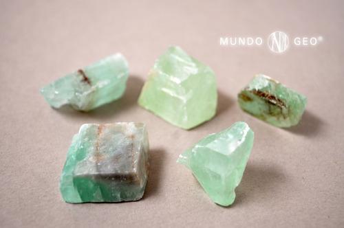 Imagen 1 de 2 de Piedra Mineral Calcita Verde En Bruto
