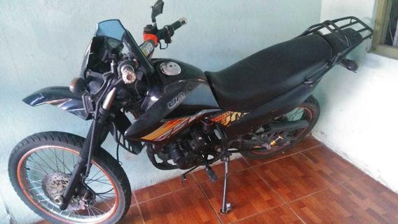 Motocicleta Um