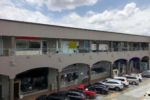 Locales En Renta En Plaza Comercial En Calle Leona Vicario Metepec, Méx.