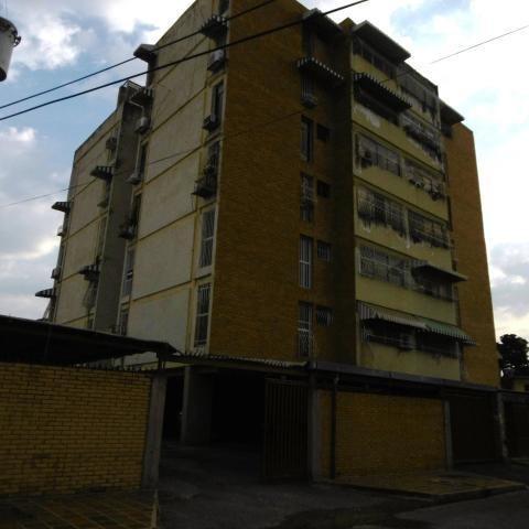 Apartamento En Venta Res Coromoto Edif Merida Cod. 19-9939