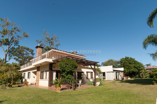 Casa De 5 Dormitorios En Pinares, Punta Del Este-ref:891