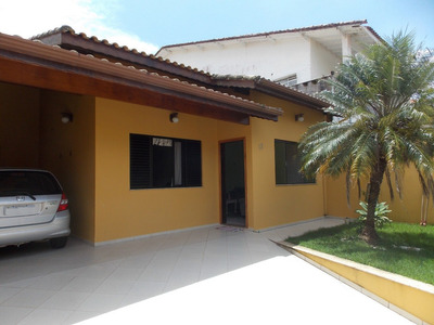 Casa No Centro De Peruíbe Para Venda, Próximo Da Praia