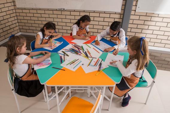 Mesa Sextavada Infantil C/ 6 Cadeiras Empil. Escola/creche