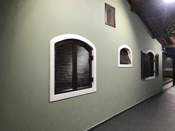 Casa Com 3 Dormitórios E Piscina