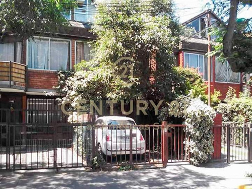 Casa En Arriendo 5 H 3 B. Providencia (sólo A Institucion...