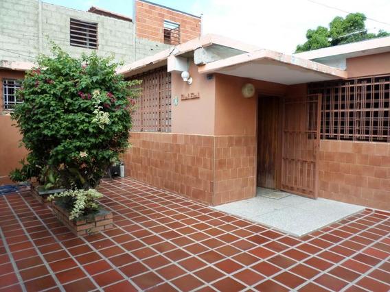 Casa En Venta En Este De Barquisimeto #20-3081