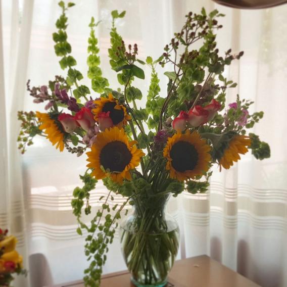 Hermosos Arreglos Florales Y Frutales Con Botella De Vino En