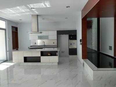 Preciosa Residencia, Colinas Del Cimatario, 4 Recamaras, 4.5 Baños, Roof, Jardín