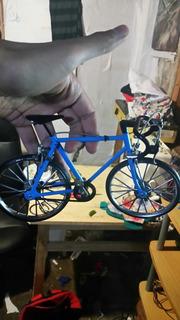 Bicicleta Miniatura A Escala
