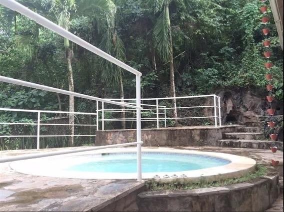 Villa En Las Terrenas Conformada Por Dos Apartamentos