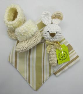 Bandana, Babita, Botitas Y Sonajero Tejido A Crochet