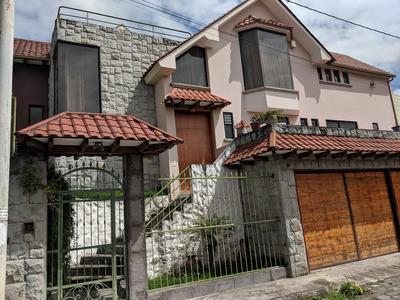Casa Con 4 Cuartos, 6 Baños, Piscina, Jacuzzi