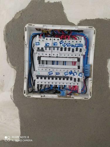 Imagem 1 de 5 de Eletricista