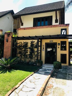 Villa De Venta En Resd, Privado En Jarabacoa Con Piscina.