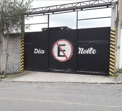 Garagem / Estacionamento Frente A Um Buffet