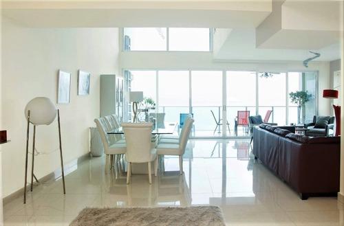 Penthouse Con Excelente Vista En Avenida Balboa Panama