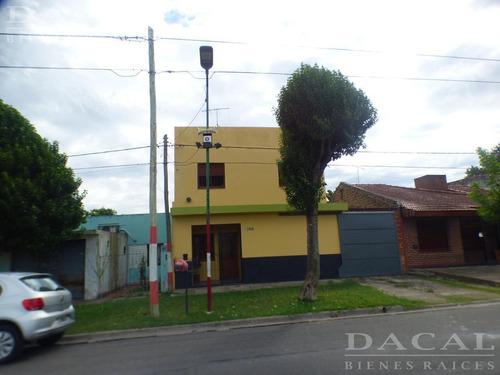 Casa En Venta En La Plata Calle 23 E/ 78bis Y 79 Dacal Bienes Raices
