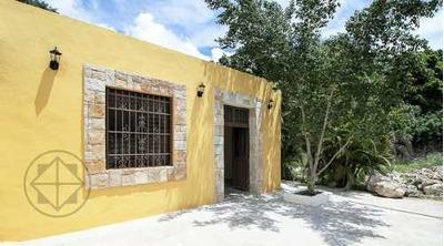 Casa Colonial En Venta En El Centro Con Gran Terreno