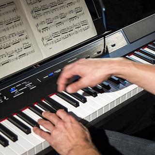 Recital Alesis - Piano / Teclado Digital Para Principiantes