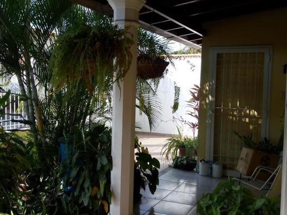 Venta De Casa Con Terreno 210mts2 En Maracay Gbf-20-10254