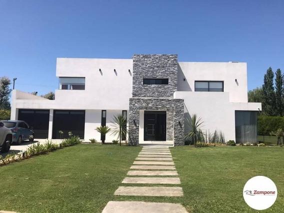 Venta Casa En Country Malibu - Casa De 376m² Aprox · 5 Ambientes · 2 Cocheras