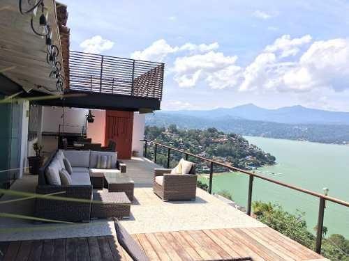 En Lo Más Alto De La Peña Encontramos Está Espectacular Residencia, Con Vistas Excepcionales