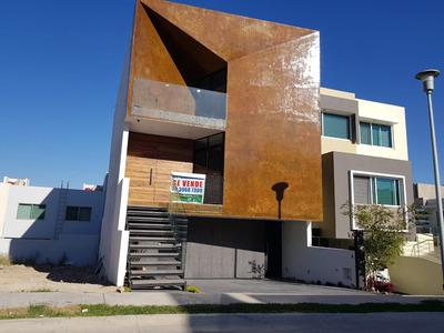 Casa 107-b Con 4 Niveles, Sotano Y Roof Garden
