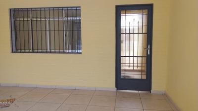 Casa Com 03 Dormitórios, Churrasqueira. Ref Fl12