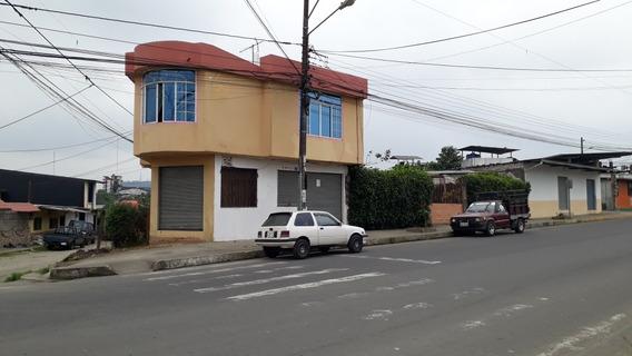 Casa De Dos Pisos Esquinera
