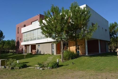 Venta Casa Costa Esmeralda Barrio Golf 2 0024