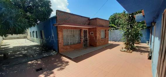 Casa En Venta Centro Este Barquisimeto Lara 20-7248