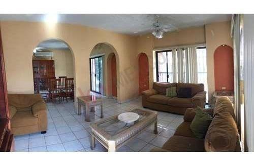 Casa De 2 Niveles En Venta Santa Rosa 3 Recámaras, 3 Baños Y Medio, San José Del Cabo