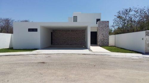 Hermosa Casa Nueva En Privada Residencial Al Norte De Merida Con Amenidades.