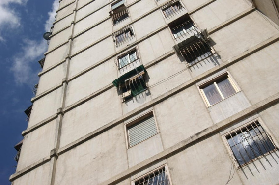 Apartamento En Venta El Valle Gina Briceño 20-11516