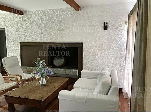 La Barra, Casa, De La Ruta Al Mar, 3 Dormitorios Y Servicio, Para 8, Parrillero, Cochera.- Ref: 259
