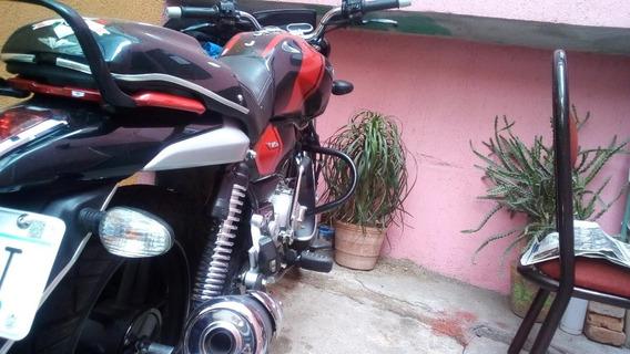 Moto Bajaj 150, Poco Kilometraje, Poco Uso.
