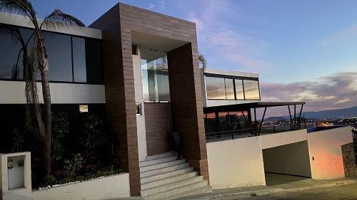 Residencia Estilo Contemporáneo Moderno En Fraccionamiento