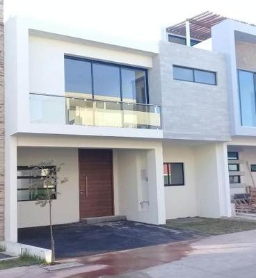 Casa En Venta En Solares, Coto Fonteé.