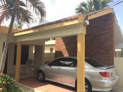 Liriano V. Casa En La Juan Pablo Duarte Prox. A Bellon.