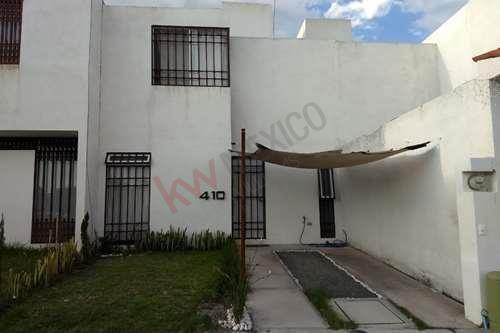 Casa En Renta / 2 Plantas / En Privada Misión Riviera /vulevar De La Nación / Querétaro