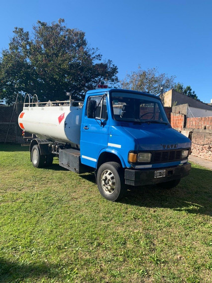 Camion Tata Cisterna