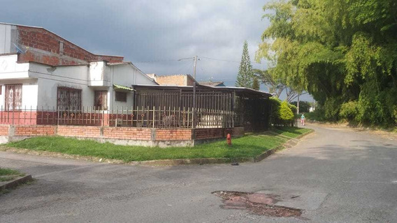Se Vende Casa Esquinera, Barrio Universal Armenia