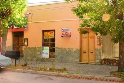 Dos Casas En Un Mismo Padrón Frente A La Plaza