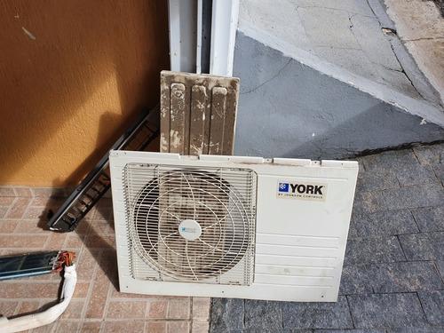 Imagem 1 de 5 de Instalação E Manutenção De Ar Condicionado