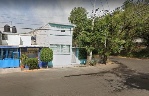 Imagen 1 de 8 de Casa Con Jardín En G.a.m. Eac