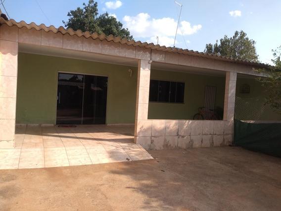 2 Quartos, 1 Banheiro, Área De Serviço,sala Copa E Cozinha