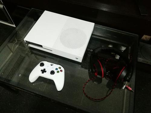 Xbox One S 500gb + 4 Juegos Digitales + Joystick + ,auris