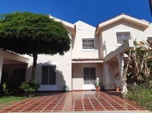 Townhouse En Venta En Maracaibo . Bb