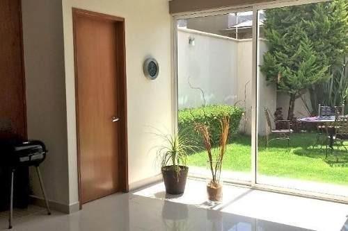 Casa En Venta En Hacienda De Las Palmas En Cerrada