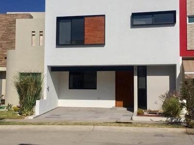 Hermosa Casa En La Cima Dentro De Coto
